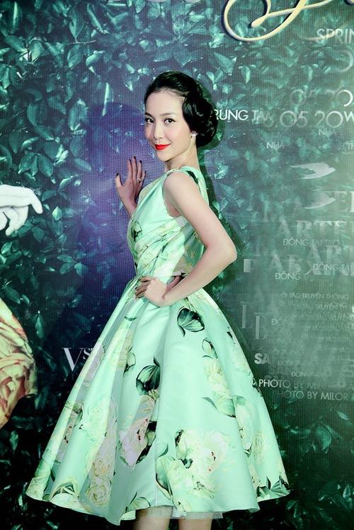 """10 style sang trọng như """"bà hoàng"""" của Linh Nga"""