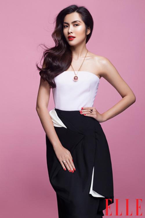 Ngắm 10 style đen trắng hấp dẫn của Hà Tăng
