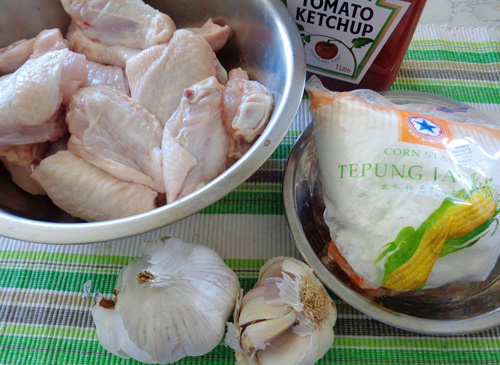 Hướng dẫn làm cánh gà chiên sốt cà ngon cơm ngày lạnh