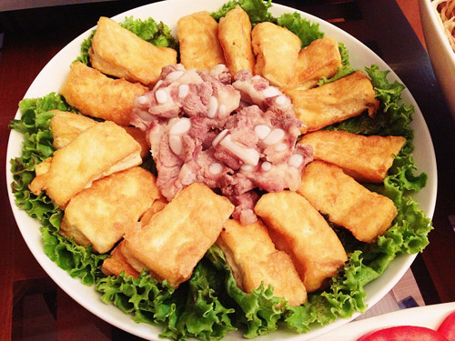 Nấu món lẩu riêu cua bắp bò sườn sụn