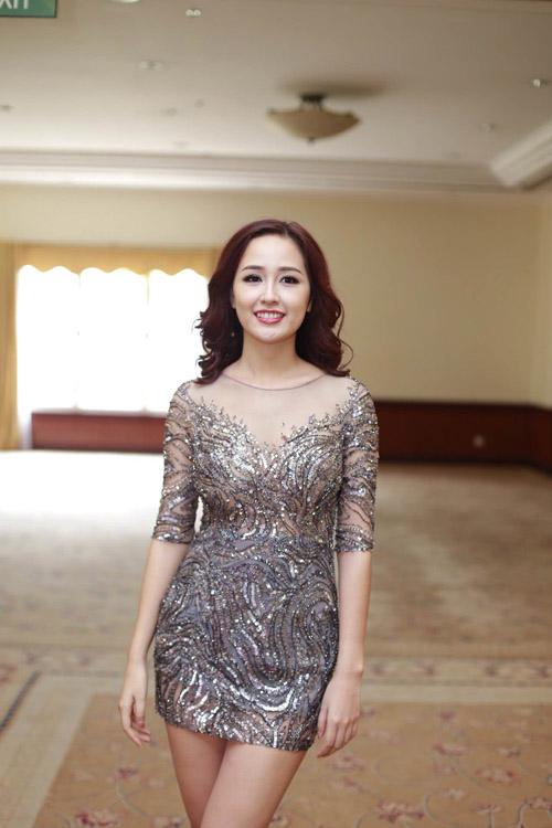 Mai Phương Thúy mặc váy ngắn đọ sắc với Thùy Lâm