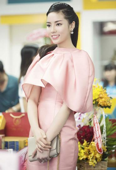 Ngọc Trinh, Kỳ Duyên trang điểm đẹp với phong cách Hàn Quốc