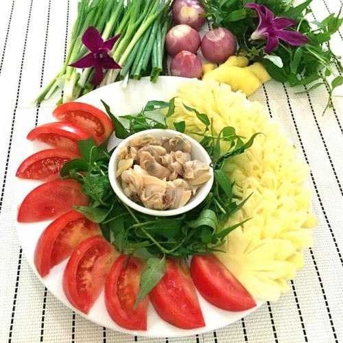 Nguyên liệu và canh ngao nấu dứa chua dịu đưa cơm