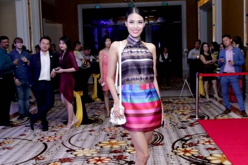 Lan Khuê, Phạm Hương sánh vai đi dự sự kiện