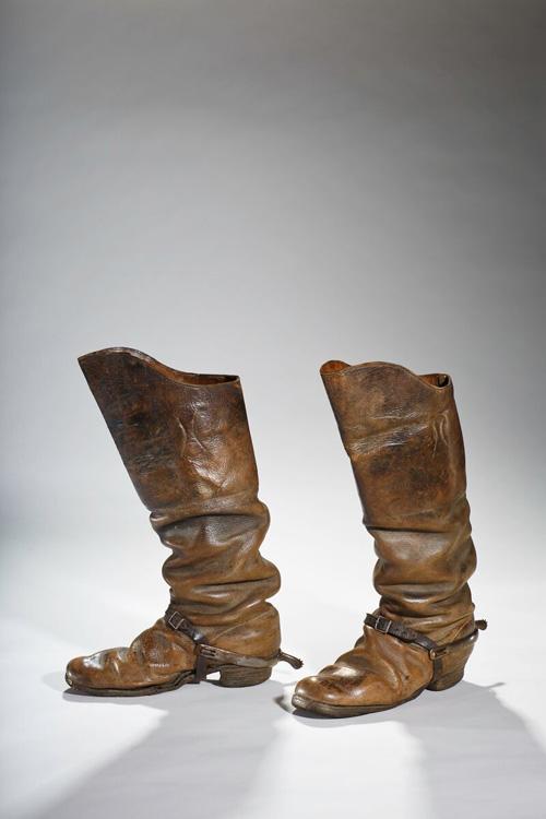 Lật lại lịch sử đôi giày cao gót của nam giới