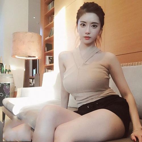 Hot girl Hàn Quốc nổi như cồn vì đường cong gợi cảm