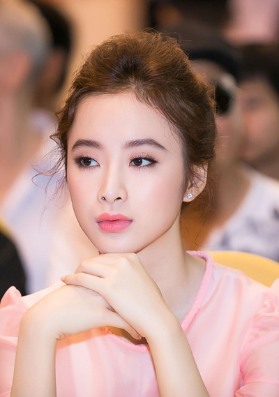 Angela Phương Trinh, Đan Lê trang điểm đẹp với tông hồng