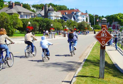 Hình ảnh lạ đường cao tốc chỉ dành cho xe đạp, xe ngựa ở Mỹ