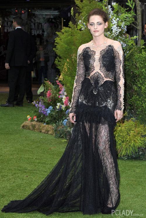Thói quen đi giày cao gót khác người của Kristen Stewart