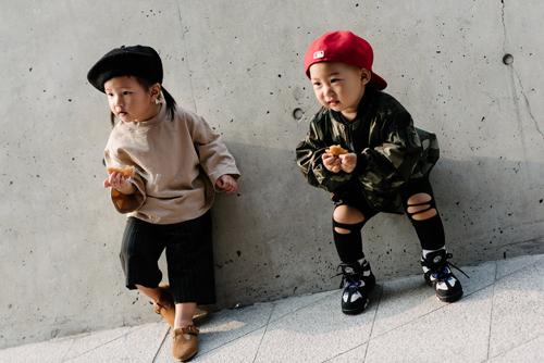 """Tín đồ """"chất không đợi tuổi"""" ở Seoul fashion week"""