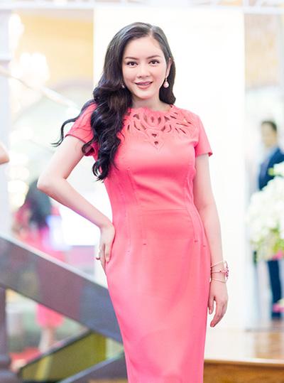 Trang điểm đẹp như Lý Nhã Kỳ, Trần Thị Quỳnh với son môi trầm