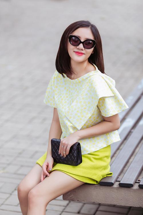 Văn Mai Hương với street style khác lạ trên đường phố