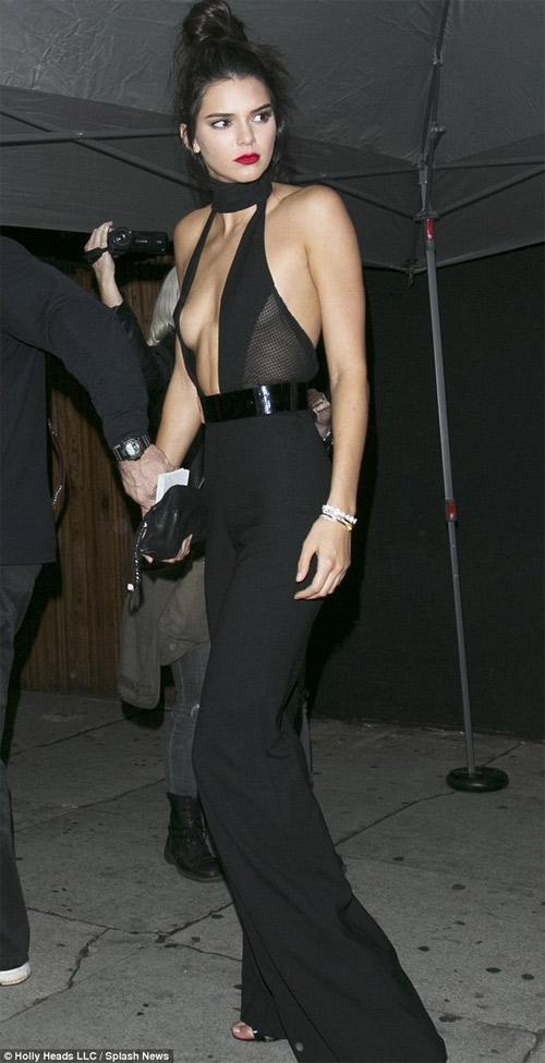 Kendall Jenner tham gia show nội y lớn nhất hành tinh