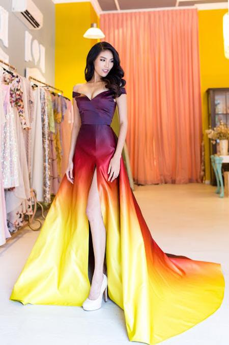 Lan Khuê xuất sắc lọt top 10 trang phục dạ hội đẹp nhất