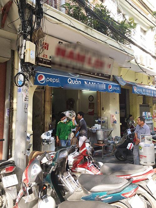Quán hủ tiếu cá 60 năm vẫn đông khách ở Sài Gòn