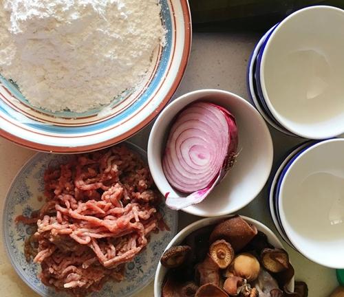Cách tự làm bánh giò nóng hổi, siêu ngon tại nhà