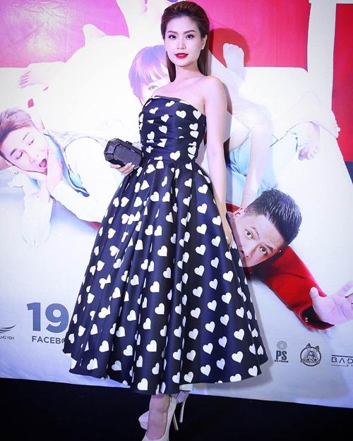 Diễm Trang, Ngọc Trinh diện váy khoe vai trần gợi cảm