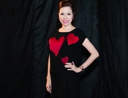 Hoa hậu Bùi Thị Hà mặn mà bên Jennifer Phạm