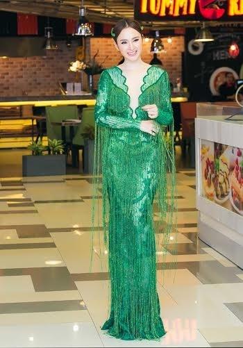 Ngắm guu thời trang đẳng cấp của Angela Phương Trinh