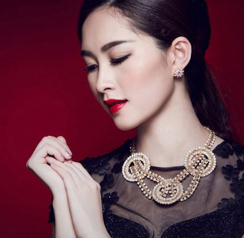 Ngắm những lần trang điểm đậm hiếm hoi của Hoa hậu Thu Thảo