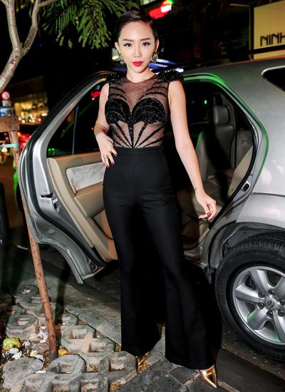 Vẻ đẹp gợi cảm của Tóc Tiên với trang phục xuyên thấu
