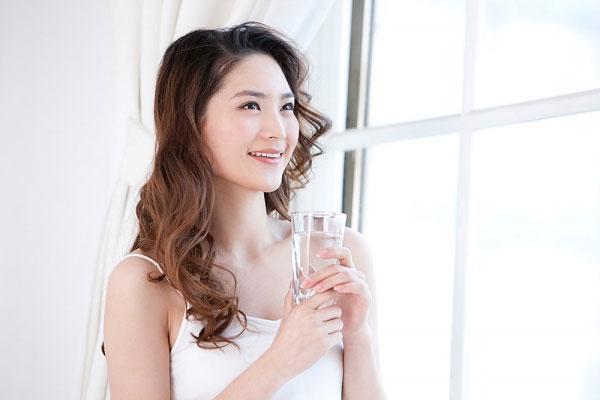 Cách để làn da luôn trắng hồng mịn màng khi trang điểm