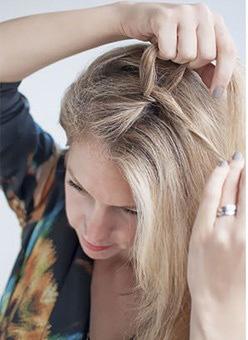 Cách tết tóc lệch dễ thương cho cô nàng xinh xắn