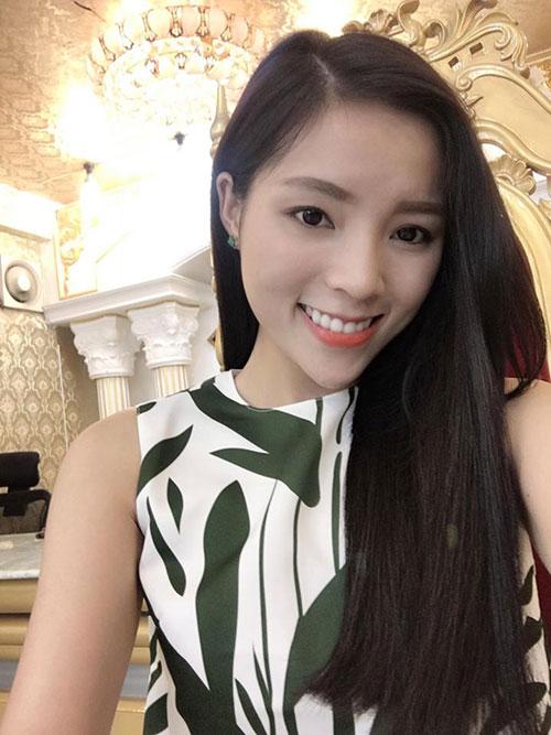 Hoa hậu Kỳ Duyên lại nối tóc dài đen thẳng mượt