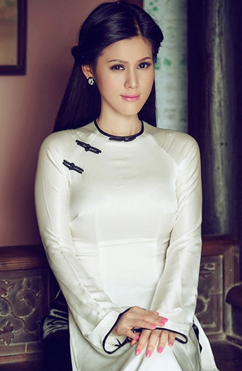 Tóc cô dâu hợp với áo dài cưới truyền thống Việt Nam