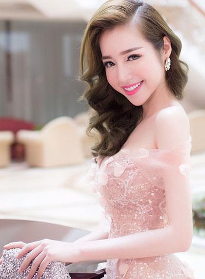 Tông hồng trẻ trung tươi tắn của Elly Trần và Nguyễn Thị Loan