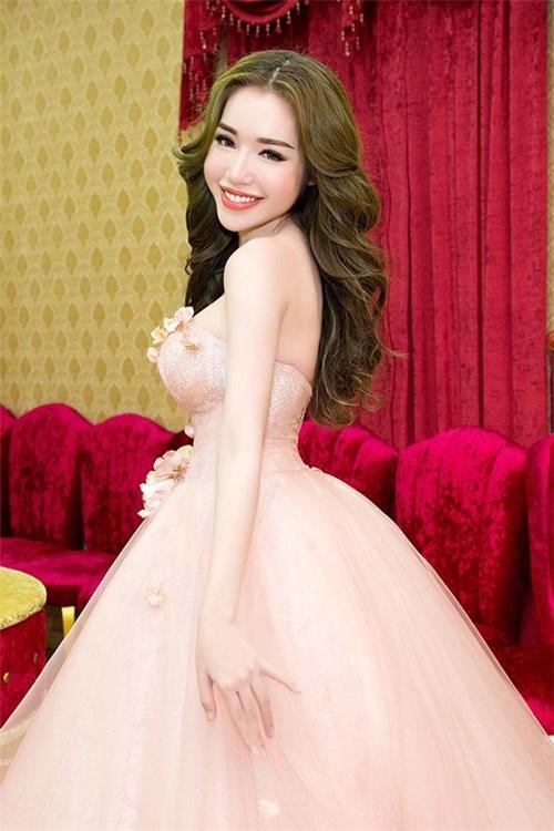 Elly Trần có thực sự sở hữu hình tuyệt mỹ ?