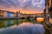 Thế giới mua sắm trên một cây cầu ở Italy