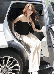 Ngọc Trinh khoe vai trần sexy trong tà áo vây