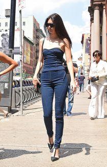 """Mặc jeans đẹp như chân dài """"hái"""" ra tiền Kendall Jenner"""