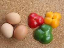 Trứng chiên ớt chuông đẹp hút mắt