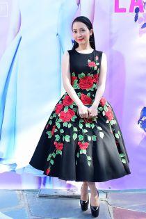 Cách mặc váy xòe phồng không bị 'nuốt dáng' như Linh Nga
