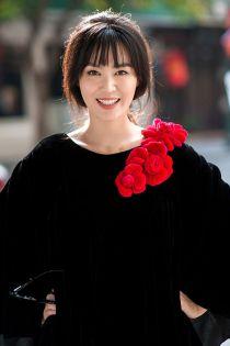 Hoa hậu Thu Thủy tái xuất showbiz với phong cách ấn tượng