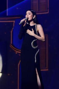 """Lệ Quyên - Hồ Ngọc Hà gây chú ý khi """"đụng"""" váy 70 triệu"""