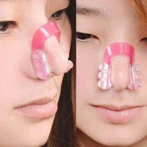 """Phái nữ lại """"bấn loạn"""" với kẹp silicon nâng mũi kiểu mới"""