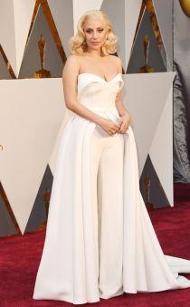 Mất tiền tỉ sao vẫn mặc xấu trên thảm đỏ Oscar