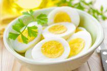 5 thực phẩm dễ hóa chất độc khi hâm trong lò vi sóng