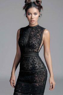 Siêu mẫu Minh Tú khoe đường cong căng tràn với mốt ren đối xứng