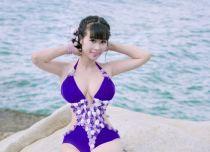 Lê Kiều Như mặc bikini 'nóng hơn' Ngọc Trinh, Midu