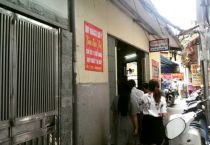 Thưởng thức 'bún đậu xếp hàng' ở khu phố cổ Hà Nội