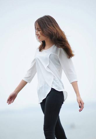 """Thời trang tối giản """"phủ sóng"""" đường phố Việt"""