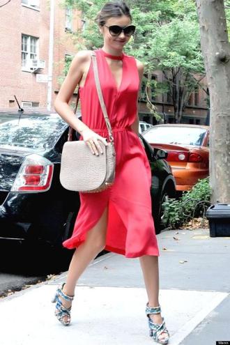Diện váy hè ngọt lịm như Miranda Kerr
