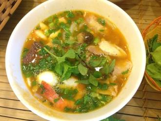Sau bún hải sản Bề Bề lại đến Bánh canh Ghẹ Út Còi Quang Trung