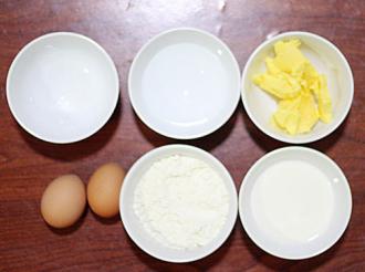 Thưởng thức bánh Éclair nướng nhân kem ngọt trong giòn ngoài