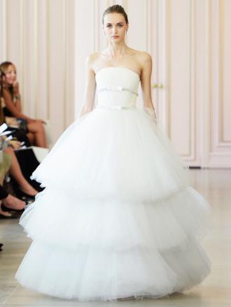 """""""Nín thở"""" ngắm váy cưới tuyệt đẹp từ Tuần lễ váy cưới"""