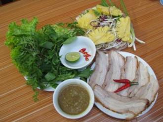Thưởng thức món ngon ở 3 quán ăn bình dân xứ Quảng hút khách ở Hà Nội
